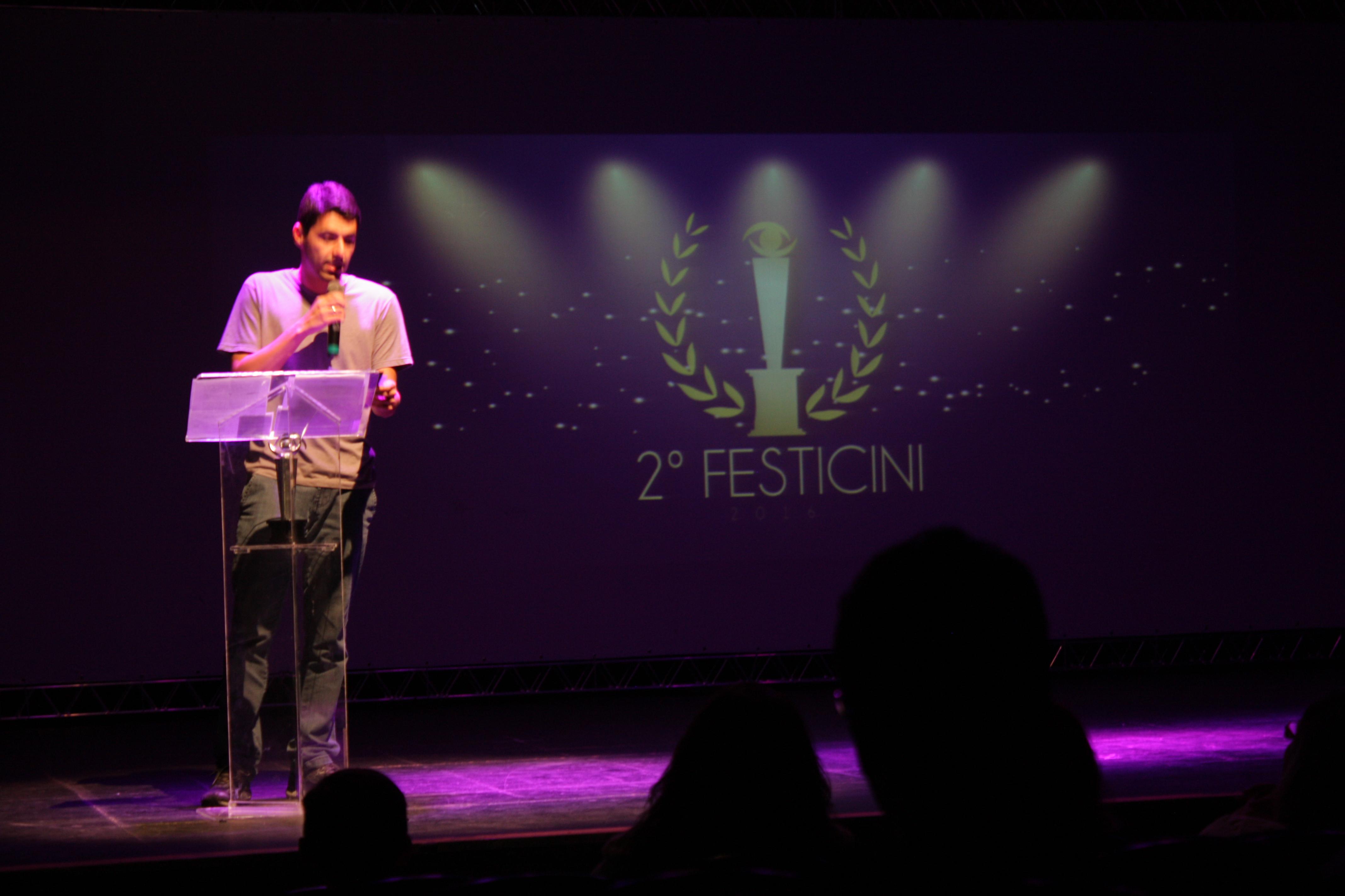 Jornalista Éder de Oliveira - Anuncia o ganhador de Melhor Som